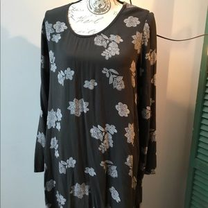 Mossimo Rayon print tunic with cut-out back